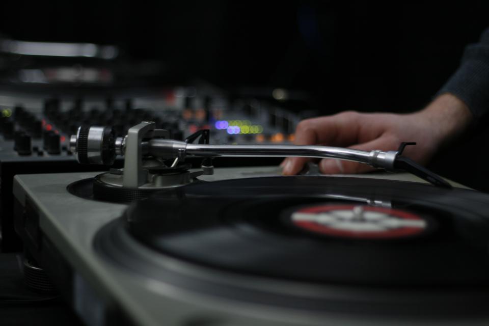 skipping beats: overwriting through redundancy